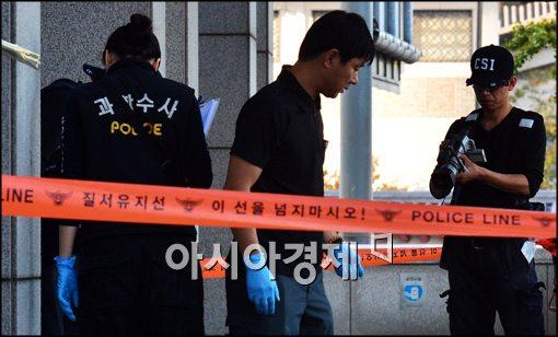 허술한 보안 '정부중앙청사'...60대男 불지르고 투신(종합)