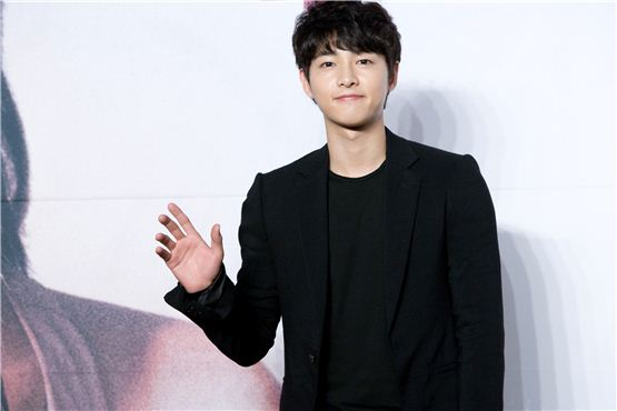 "Korean actor Song Joong-ki waves his hand at a press conference for KBS ""The Innocent Man"" held in Seoul, South Korea on September 5, 2012. [Lee Jin-hyuk/10Asia]"