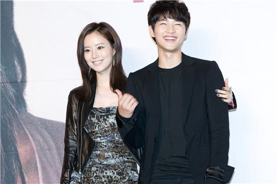"""Moon Chae-won (left) and Song Joong-ki (right) pose together at a press conference for KBS """"The Innocent Man"""" held in Seoul, South Korea on September 5, 2012. [Lee Jin-hyuk/10Asia]"""