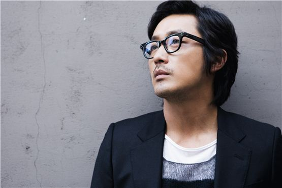 Actor Ha Jung-woo poses before an interview with 10Asia. [Chae Ki-won/10Asia]