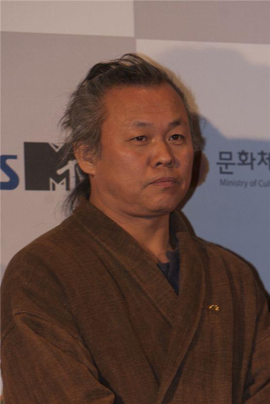 Director Kim Ki-duk poses as he arrives at the 2012 Popular Culture & Art Awards in Seoul, South Korea, on November 19, 2012. [Brandon Chae/10Asia]