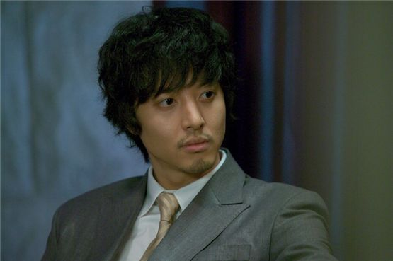 Actor Lee Dong-gun poses in a picture released by FNC Entertainment on November 26, 2012. [FNC Entertainment]
