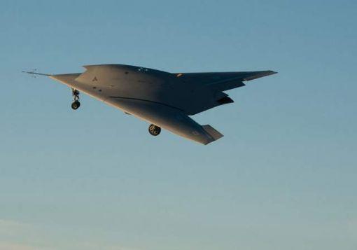 처녀비행하고 있는 유럽의 스텔스 무인항공기 뉴런