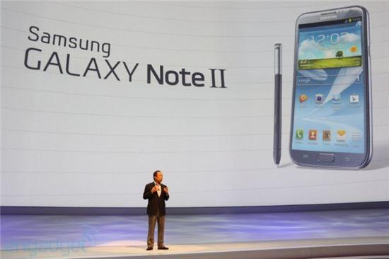 갤노트 3, 휘는 폰으로 낼까 말까? 삼성은 '고민중'