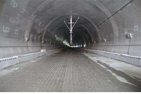 호남고속철도 최대 난공사구간인 갈산터널 안 모습