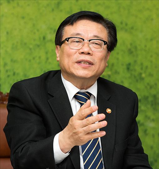 [아시아초대석]이동필 장관이 꿈꾸는 농정 3모작 - 아시아경제