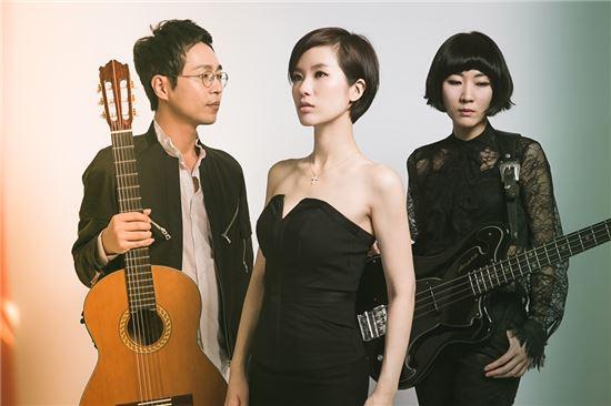▲ 밴드 어쿠스틱 블랑을 결성한 이준호, 박기영, 박영신 / 유니웨이브 제공
