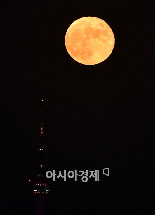 [빈섬의 시샘]달을 발견한 남자, 김소월