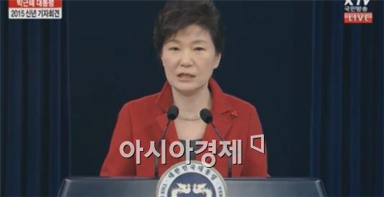 朴대통령 지지율 '널뛰기'…50대·TK도 '부정>긍정' 왜? - 아시아경제