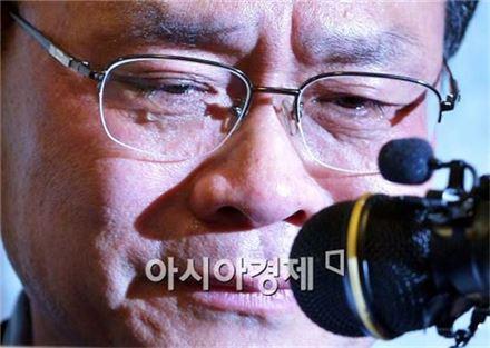 기자회견을 통해 자원비리 관련 결백을 주장한 성완종 전 회장. 사진=아시아경제 DB