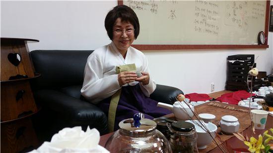 """<사람들>최소연 한국차문화협회 이사장…""""茶 마시면 애국자 입니다"""""""