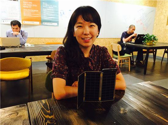 '창업' 천재소녀…태양광충전기로 대박예감 - 아시아경제
