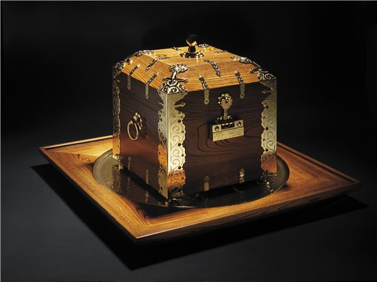 한국 무형문화재가 만든 함에 스위스 명품 시계가 담긴다