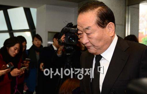 서청원 새누리당 최고위원이 김 전 대통령의 빈소를 방문하고 있다.