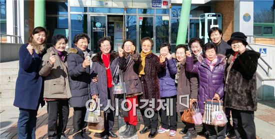 장흥군(군수 김성)은 지난 2일 군보건소 소회의실에서는 경로당 운동지도자 명예 은퇴식을 개최했다