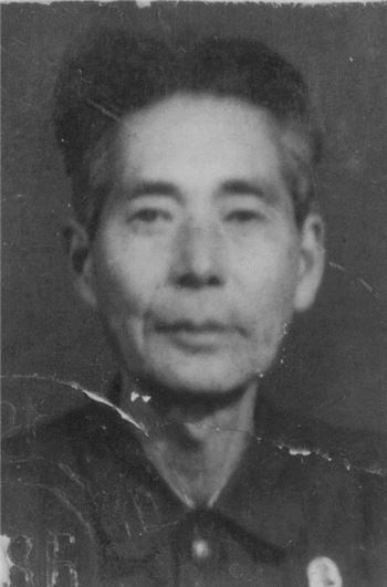 노년시절의 백석 사진. 북한 공민증에 부착된 증명사진이다.