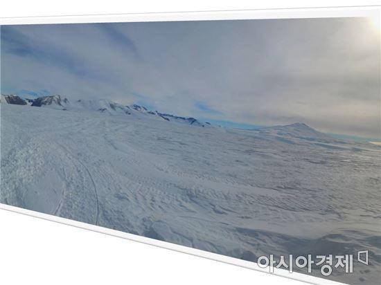 ▲남극의 활화산 중 하나인 멜버른 화산(오른쪽).