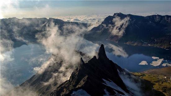 ▲국제 연구팀이 분석한 결과 946년 백두산 폭발로 45메카톤의 황이 분출된 것으로 파악됐다.[사진제공=라코비노/사이언스]