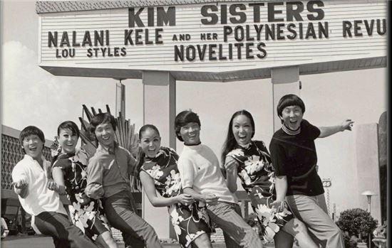 김브라더스(김영일·김태성·김상호)는 김시스터즈의 도움으로 '에드 설리반 쇼'에 출연해 '리틀 달링(Little Darling)'을 불렀다.