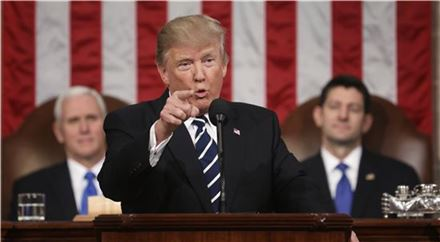 """[트럼프와 소수자]①""""난 이민을 사랑한다""""고 외친 위대한 미국론자의 '현실'"""
