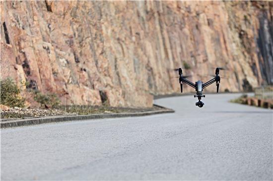 전문가 촬영용 무인항공기(드론)의 최강자로 꼽히는 '인스파이어2'.