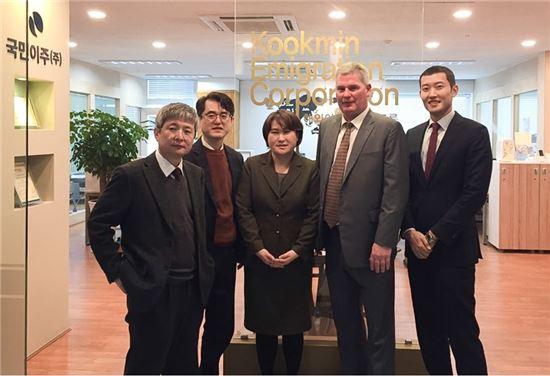 미 리저널센터 임원이 한국을 자주 찾고 있다. 투자자의 80% 이상을 차지하던 중국인들이 중국 당국의 외화 송금 규제하자 미국 송금이 어려워졌기 때문이다.