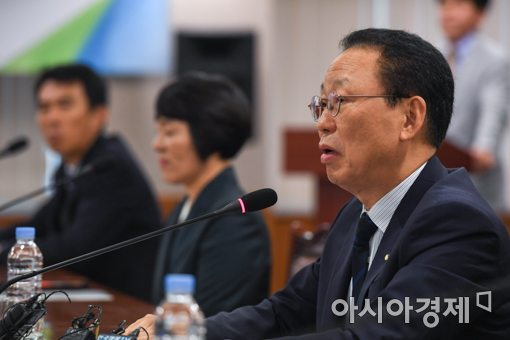 """보험료 신용카드 납부 확대…최흥식 """"불합리한 관행 개선""""(종합)"""
