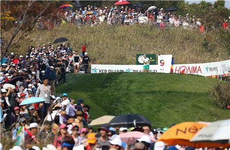 KLPGA투어가 한국에서 열리는 LPGA투어 KEB하나은행챔피언십의 국내 선수 출전 티켓을 늘리기 위해 고심하고 있다. 사진=KLPGA