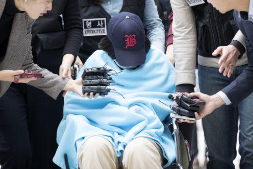 영장실질심사 출석하는 '어금니 아빠' 딸[이미지출처=연합뉴스]