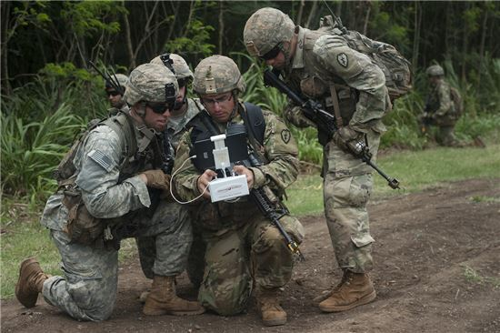 지난 8월 신설된 미 육군 신속능력처(Rapid Capabilities Office)는 잠재적 적과 예상치 못한 위협 대상의 기술발전 속도에 맞춰 야전에서 필요로 하는 특화된 군사과학기술을 담당하는 부서다. 사진 = RCO