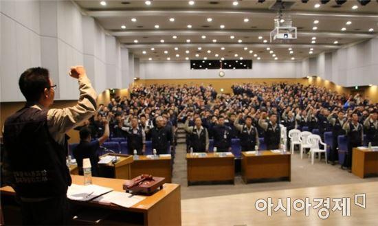 하부영 현대자동차 신임 노조위원장이  2017년 10월 20일 대의원대회에서 결의를 다지고 있다.<사진=아시아경제 DB>