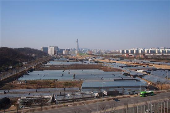 2015년 수서역 남쪽에서 수서역 방향으로 촬영한 모습.
