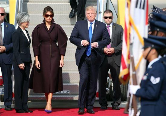 [씨스타일] 멜라니아 트럼프 여사가 선택한 '방한 패션' 스타일은?