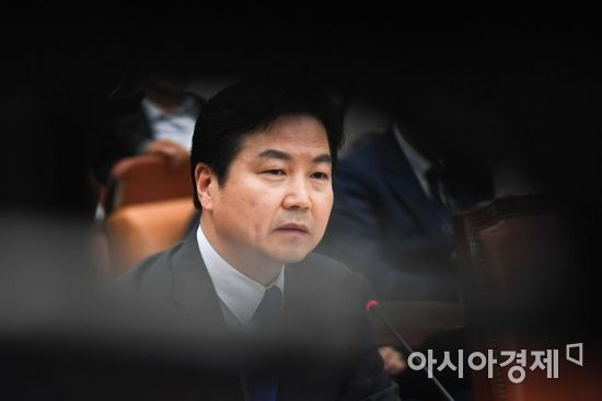 靑, 홍종학 후보자 인사청문보고서 재송부 요청…임명 강행하나