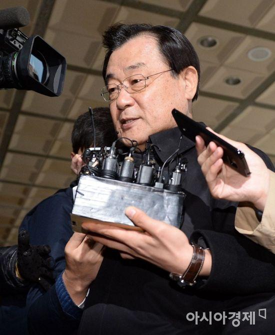 13일 검찰에 소환되는 이병기 전 국정원장(사진=문호남 기자)