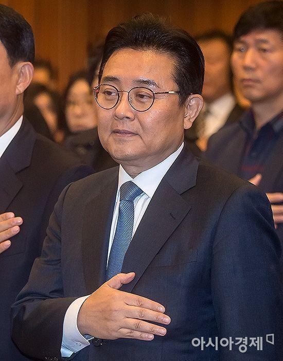 """전병헌 """"대통령께 누 끼치게 돼 송구""""…정무수석 사퇴는 일축"""