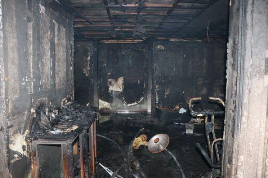 14일 오전 경기도 성남시 분당구의 15층짜리 아파트 5층에서 불이 나 집 안에 있던 이모(여·47)씨가 숨지고 남편(50)과 아들(20), 딸(18) 등 3명이 다쳐 병원으로 옮겨졌다.사진=경기 분당소방서 제공