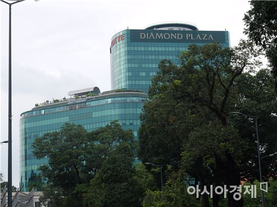 베트남 호찌민 1군 거리에서 바라본 다이아몬드플라자.(사진=오종탁 기자)