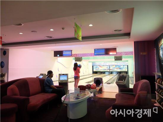롯데백화점 호찌민점 5층에 있는 볼링장.(사진=오종탁 기자)