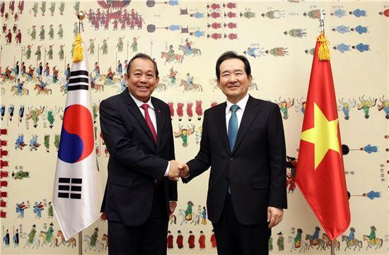 """정세균, 베트남 수석부총리 면담 """"전략적 협력동반자 관계로 성장해야"""""""