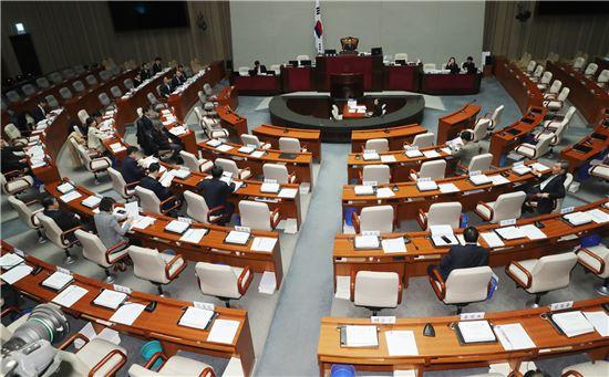 국회 헌법개정특별위원회는 6일 정부형태(권력구조)에 관한 집중토론을 진행했다.(사진=연합뉴스)