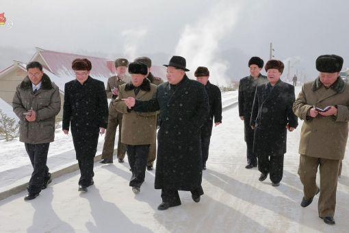 김정은 북한 노동당 위원장이 양강도 삼지연군(郡)에 새로 건설한 감자가루 생산공장을 시찰했다고 조선중앙TV가 6일 보도했다. (사진=연합뉴스)