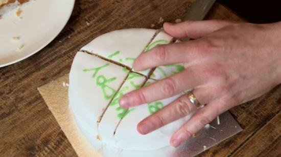 [어쩜좋니] 케이크를 '부채꼴' 모양으로 자르면 안 되는 이유