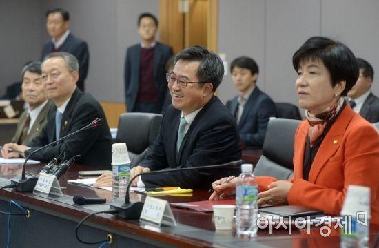[포토]산업경쟁력강화 관계장관회의 주재하는 김동연 부총리