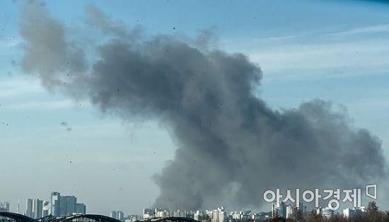 [포토] 시커먼 연기에 휩싸인 서울하늘