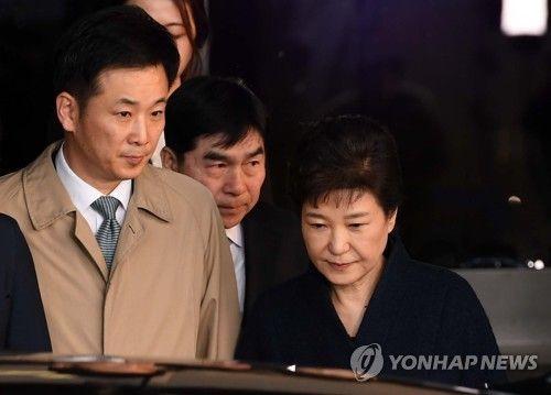 유영하 변호사와 박근혜 전 대통령 (사진=연합뉴스)