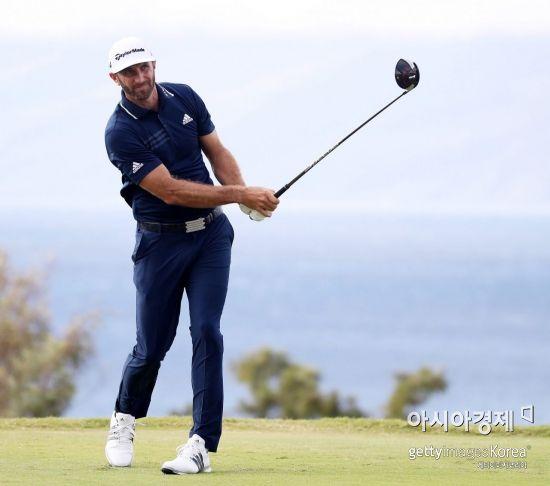 더스틴 존슨이 2018년 PGA투어 첫 무대 센트리토너먼트 우승으로 기선제압에 성공했다.