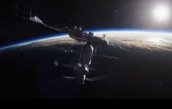 영화 '그래비티'에서 지구로 추락하는 중국의 우주정거장으로 묘사됐던 텐궁 1호. 텐궁 1호는 실제로 내년 3월께 지구로 추락할 예정이다. 정확한 추락 지점은 추락하기 1~2시간 전에야 알 수 있을 전망이다. [사진출처=유튜브 화면캡처]