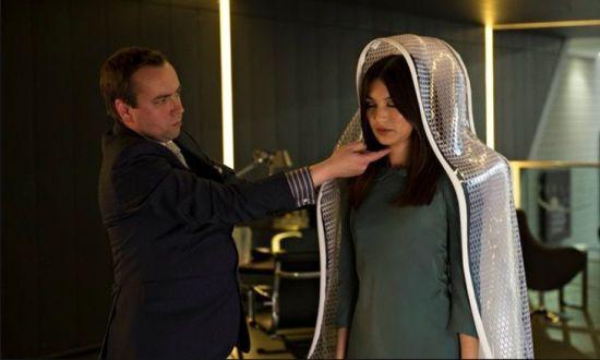 영국 드라마 '휴먼스'에 나오는 가정용 로봇 '아니타' 모습(사진='휴먼스' 장면 캡쳐)