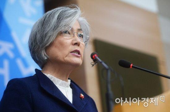 """전직 외교관 """"문정인·강경화 즉각 해임하라"""""""